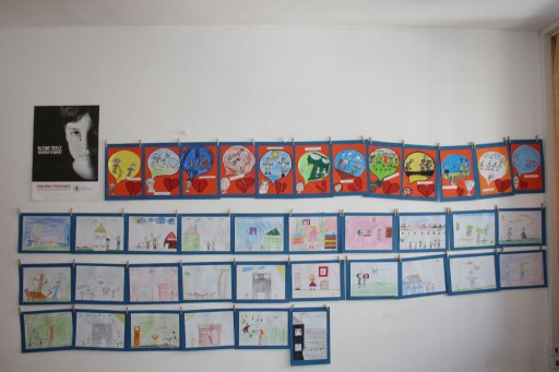Bilder, die den Gefühlen der Kinder Ausdruck verleihen